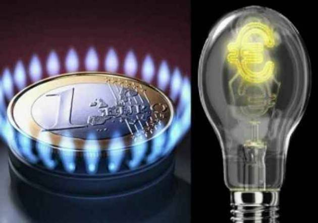 Federconsumatori Energia: aumento del +2,6% per l'energia elettrica e del +3,9% per il gas.