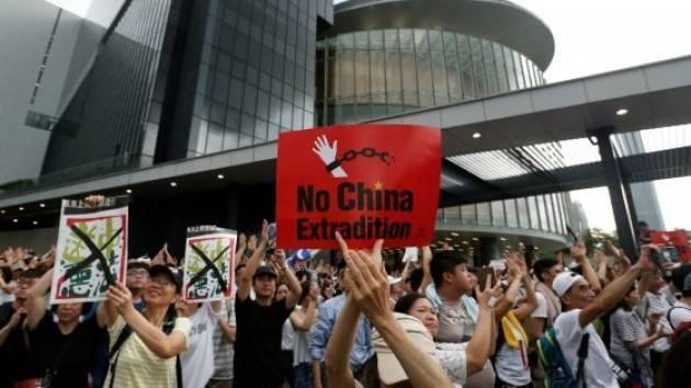 HONGKONG AMNESTY SOLLECITA INDAGINE SUL FERIMENTO DI UN MANIFESTANTE