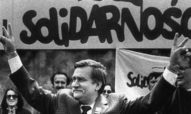 AccaddeOggi 8 ottobre 1982 – Il governo polacco mette al bando Solidarność