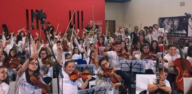 Cremona L'ANLAI A DUBAI con i violini donati dai liutai molti dei quali cremonesi