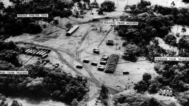 AccaddeOggi   25 ottobre 1962 – Crisi dei missili di Cuba. Mostrate all'ONU le foto missili sovietici  installati
