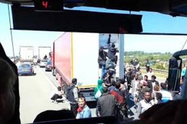 Pianeta Migranti Cremona . Traffico di uomini sui camion della morte.