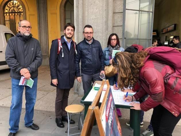 PD Cremona , oggi 28 ottobre,ha iniziato a raccogliere le firme per dire 'Basta Trenord'
