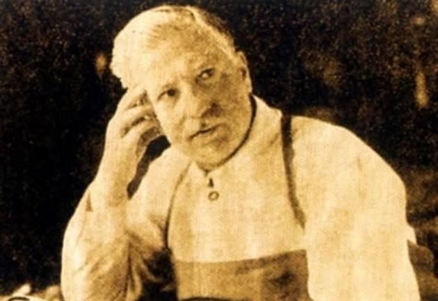 AccaddeOggi Cremona  29 ottobre 1930 Il maestro liutaio Giuseppe Fiorini dona i cimeli stradivariani