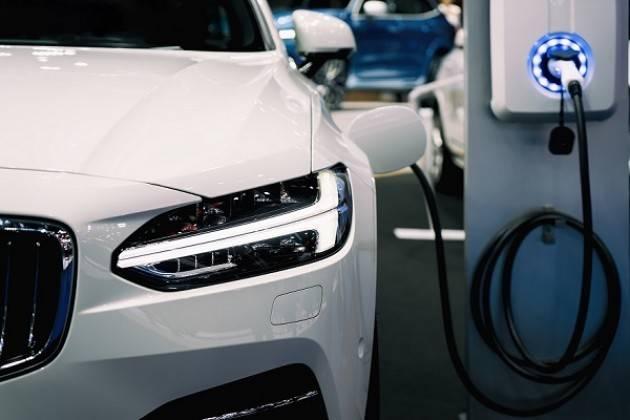Auto, a Cremona solo lo 0,91% è elettrico o ibrido