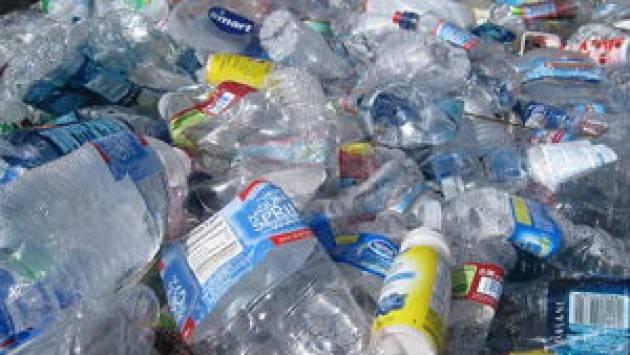 Crema L'idea della tassa sulla plastica non mi piace, ma la difendo. Alvaro Dellera