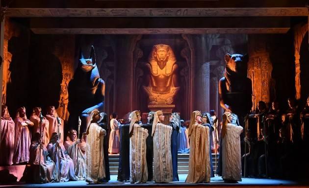 Ponchielli Cremona APERITIVO CON L'OPERA  domenica 10 novembre Aida di G. Verdi.