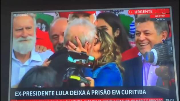 Accolta la richiesta della difesa #Lula è libero. L'ex presidente del Brasile è uscito dal carcere (Video)