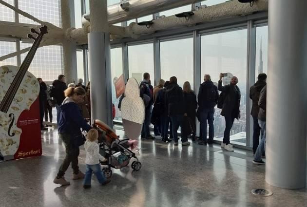 LNews-MILANO, OLTRE 4.300 PERSONE AL PALAZZO LOMBARDIA PER ANTICIPAZIONE 'FESTA DEL TORRONE' DI CREMONA