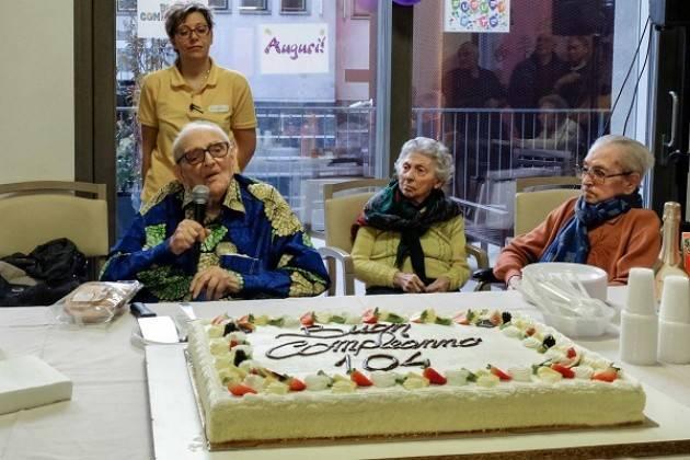 """Fondazione """"La Pace"""" in festa, Don Mario Cavalleri ha compiuto 104 anni"""