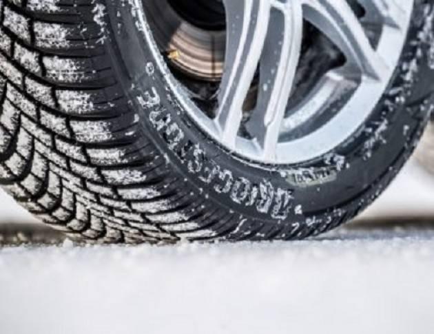Dal 15 novembre obbligo di pneumatici invernali o catene a bordo sulle strade provinciali
