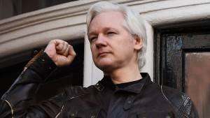 Zeus Caso Assange, la Svezia ritira l'accusa di stupro Il fondatore di Wikileaks è ancora nel mirino degli USA.