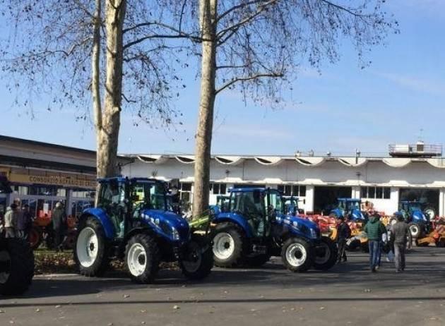 Un successo il 'porte aperte' al Servizio Macchine del Consorzio Agrario di Cremona