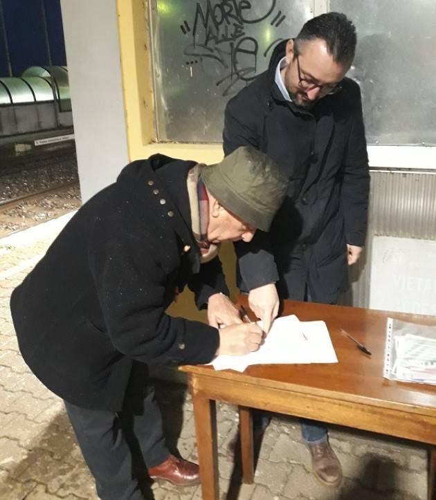 #BastaTrenord Prosegue la raccolta firme del PD. Questa mattina alla stazione di Olmeneta