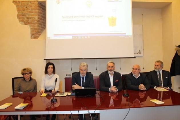 Presentato l'avvio del servizio di raccolta differenziata di oli e grassi alimentari esausti nei quartieri di Cremona
