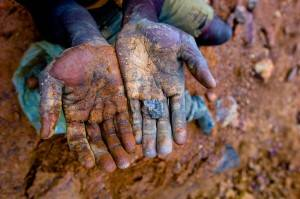 Pianeta Migranti Cremona. Uganda: schiavi delle imprese minerarie scavano a mani nude