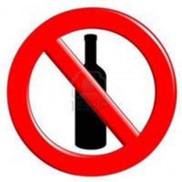 COMO: 04/12/2019 Divieto di consumare alimenti e bevande in contenitori di vetro in occasione di