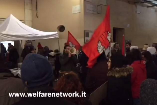 Crema Corteo natalizio con bandiere rosse in solidarietà all'ARCI di Ombriano imbrattata con simboli nazisti ( Video E. Mandelli)