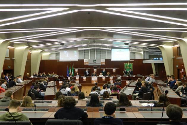 Lombardia Consiglio regionale approva a maggioranza la Manovra finanziaria, che ammonta 24 miliardi e 354 milioni di euro