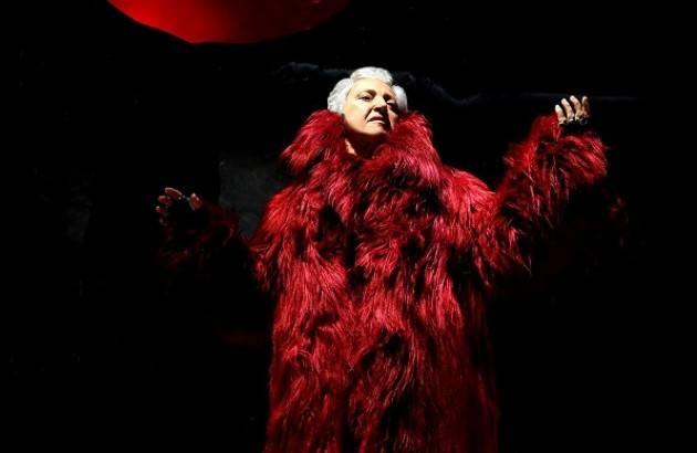 Teatro Ponchielli Cremona MARIA PAIATO IN MADRE COURAGE E I SUOI FIGLI DI B. BRECHT il 9 e10 gennaio