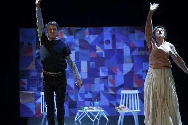 Teatro Comunale di Casalmaggiore Luisa Merloni e PsicopompoTeatro  FARSI FUORI   sabato 11 gennaio