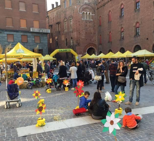 Coldiretti Campagna Amica oggi in piazza Stradivari a Cremona