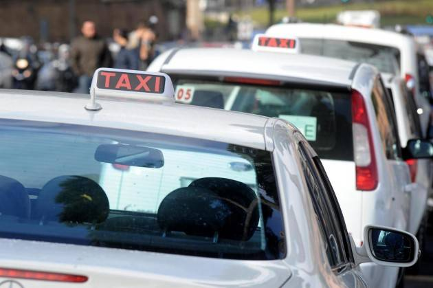 Lombardia Taxi: Consiglio approva turni integrativi giornalieri di ulteriori 4 ore in tutti i Comuni lombardi eccetto Milano