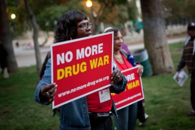 La criminalizzazione dei tossicodipendenti rende le droghe più economiche e letali. Rapporto in Usa