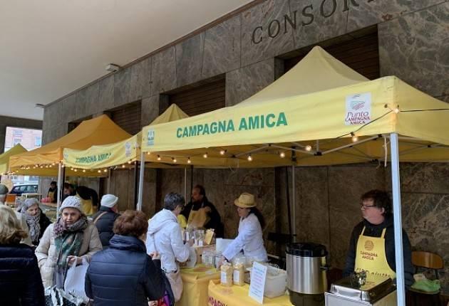 Cremona Coldiretti Un pieno di vitamina C al mercato di Campagna Amica