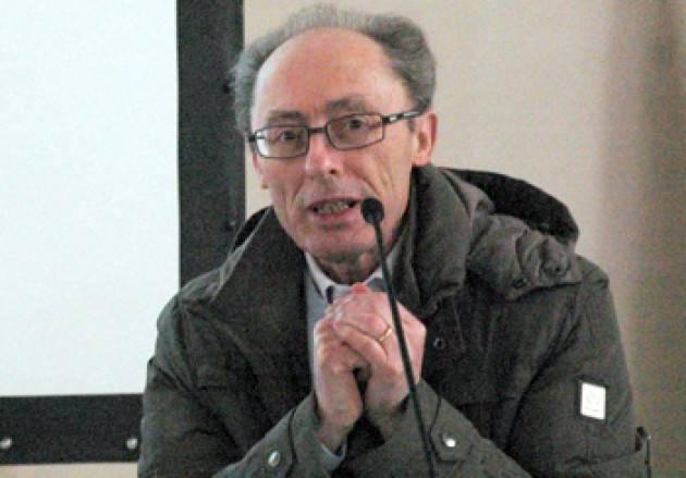 Il Personaggio Piero Carelli laureato in filosofia e in Scienze politiche, ha insegnato presso  Liceo scientifico L. Da Vinci di Crema.
