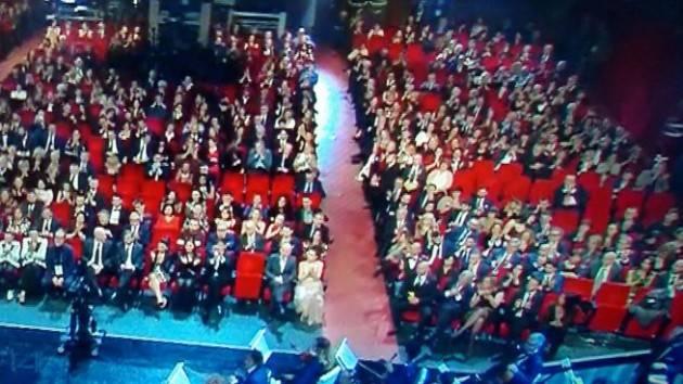 Sanremo, Gabbani canta all'1.40. All'Ariston molte poltrone vuote