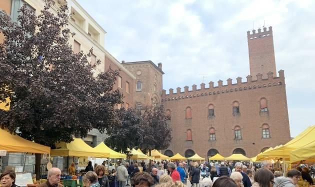 Campagna Amica domenica in piazza Stradivari a Cremona