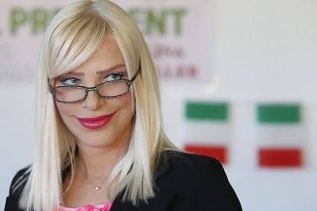 Vitalizi, Cicciolina contro Di Maio: ''Da 3.100 lordi che prendevo, mister genio mi ha messo mille euro al mese''