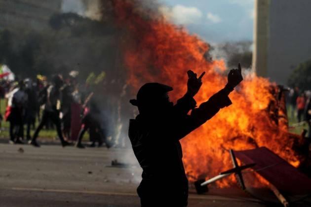 Mondo: proteste violente e sconvolgimenti politici sono la ''nuova normalità''