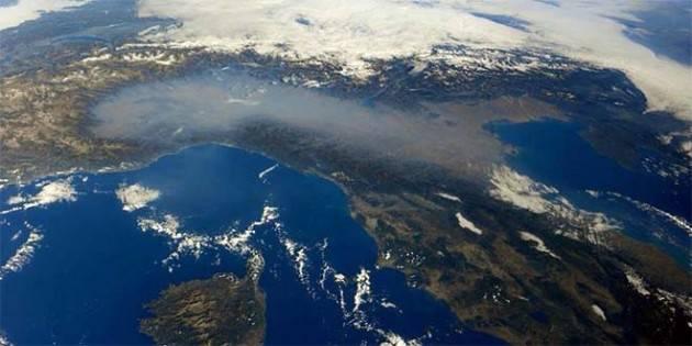 Panico coronavirus nell'Italia del nord, dove in migliaia muoiono d'inquinamento ogni anno
