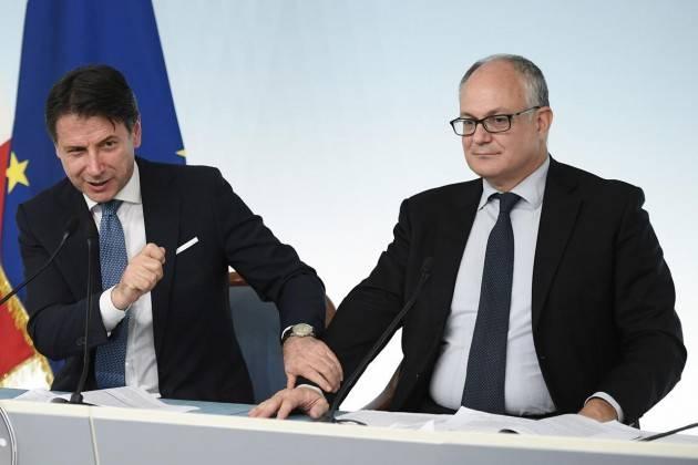 Coronavirus, Conte: ''Pronti 7,5 miliardi per famiglie e imprese''. Rinviato referendum taglio parlamentari