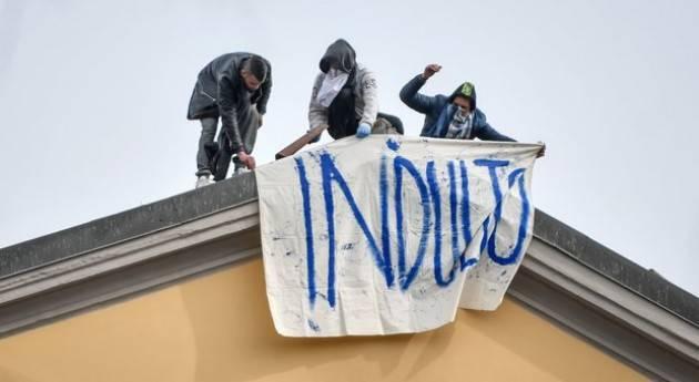 Scoppia la rivolta dei detenuti nelle carceri italiane