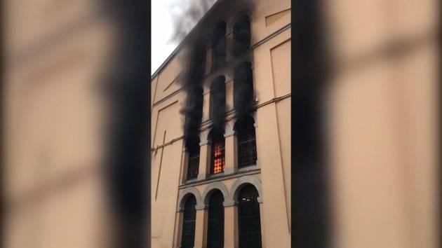 Ancora tensione a San Vittore, fumo dalle finestre