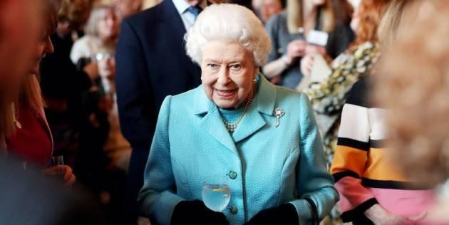 La Regina Elisabetta II si rifugia nel castello di Windsor