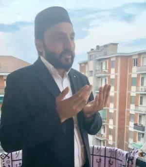 Coronavirus I pakistani pregano il venerdì   dai loro balconi