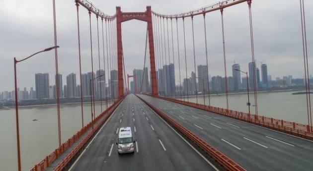 Wuhan abbassa il livello di rischio e fa ripartire i bus