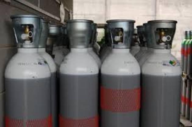 Carenza bombole di ossigeno in tutta la. Provincia di Cremona: Degli Angeli (m5s) lancia un  appello per restituire quelle inutilizzate.