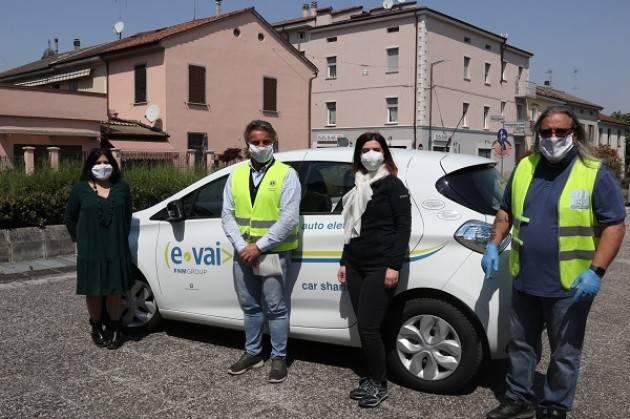 E-Vai mette a disposizione dei volontari di CremonAiuta un'auto elettrica per le consegne a domicilio