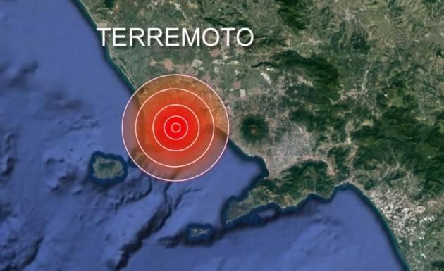 Terremoto nella notte a Pozzuoli