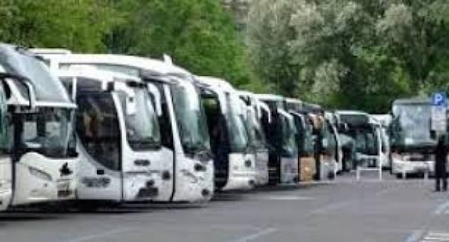 ADUC Potenziare il servizio di trasporto ricorrendo ai bus turistici. Lettera al Governo