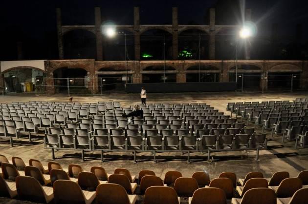 Cremona Arena Giardino Una cosa è certa: IL VIRUS NON SPEGNERA' IL CINEMA!