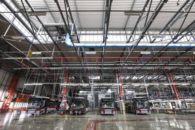 Crolla la produzione industriale, Italia peggiore