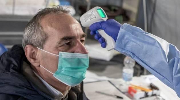 Lombardia, obbligo misurazione febbre al ristorante