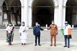 Le comunità camerunense e ivoriana versano i fondi raccolti  a SOStieni Brescia