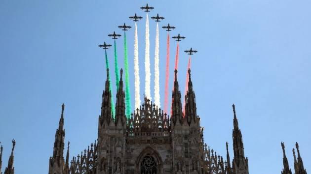 Le Frecce Tricolori nel cielo di Milano e Codogno - VIDEO